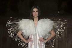 Co powinniśmy nosić wiosną i latem? Moda prosto z paryskich wybiegów