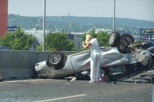 Co robi kobieta po wypadku?