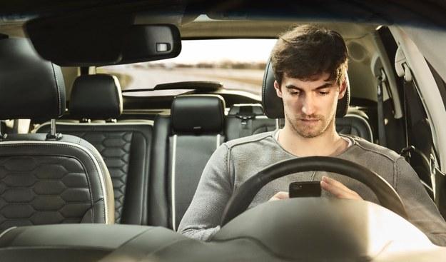 Co robią młodzi ludzie z samochodami rodziców? /