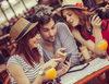 Co spakować do walizki: smartfon czy tablet?