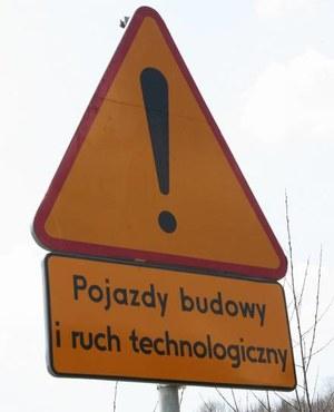 Co utrudnia budowę dróg?