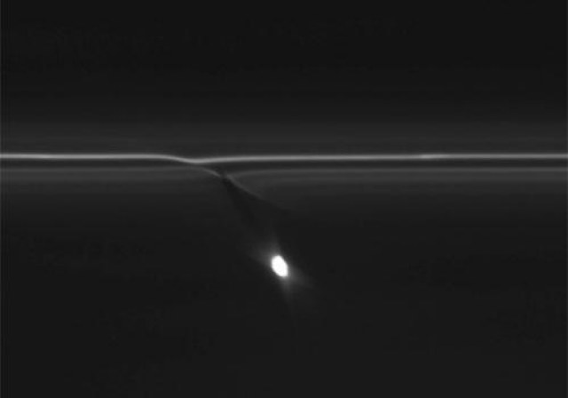 Co znalazło się na jednym z ostatnich zdjęć z sondy Cassini? /materiały prasowe