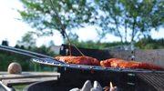 Co zrobić, by jedzenie nie przywierało do rusztu grilla?