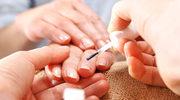 Co zrobić, by lakier dłużej trzymał się na paznokciach?