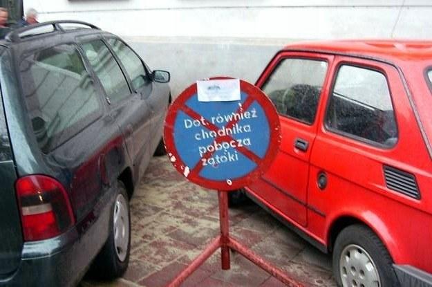 Co zrobić, gdy nie ma gdzie zaparkować? /INTERIA.PL