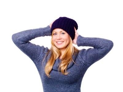 Codzienne zakładanie czapki pobudza do pracy gruczoły łojowe  /© Panthermedia