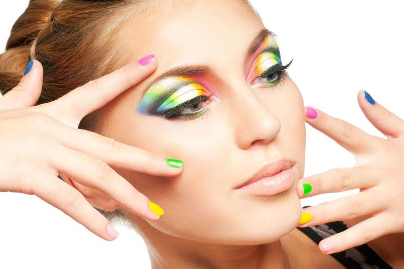Codzienny makijaż to dla nas sprawa oczywista. Ala latem bywają z nim kłopoty... /123RF/PICSEL