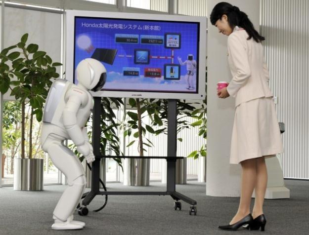 Coraz bardziej ludzki robot - ASIMO /AFP