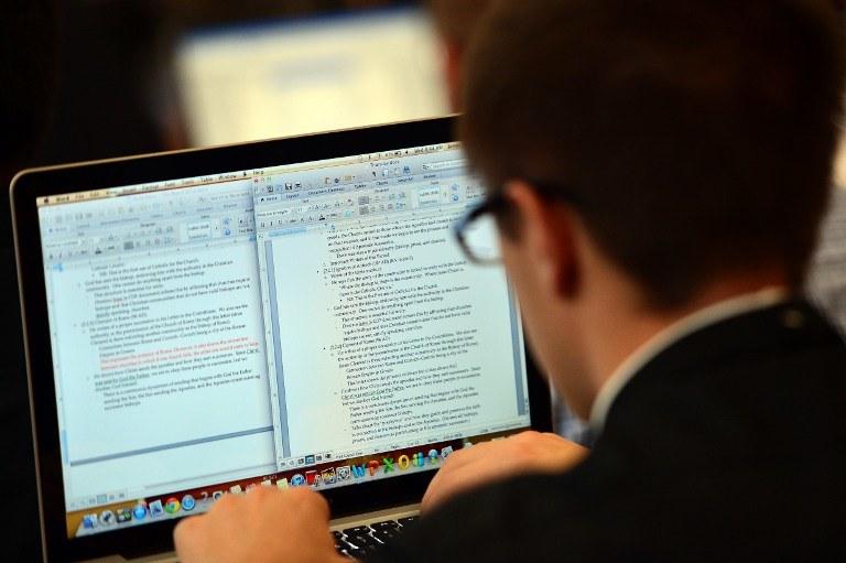 Coraz częściej rezygnujemy z prywatności w sieci /AFP
