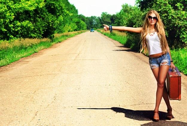 Coraz mniej osób decyduje się na podróżowanie autostopem /123/RF PICSEL