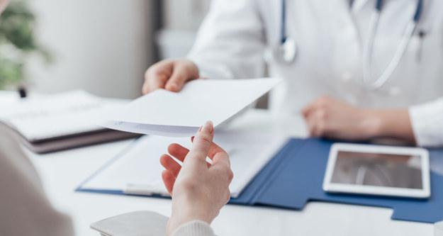 Coraz więcej nauczycieli będzie korzystało z urlopów dla poratowania zdrowia /123RF/PICSEL