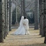 Coraz więcej par decyduje się na cichy ślub /AFP