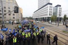 Coraz więcej protestujących przed ministerstwami