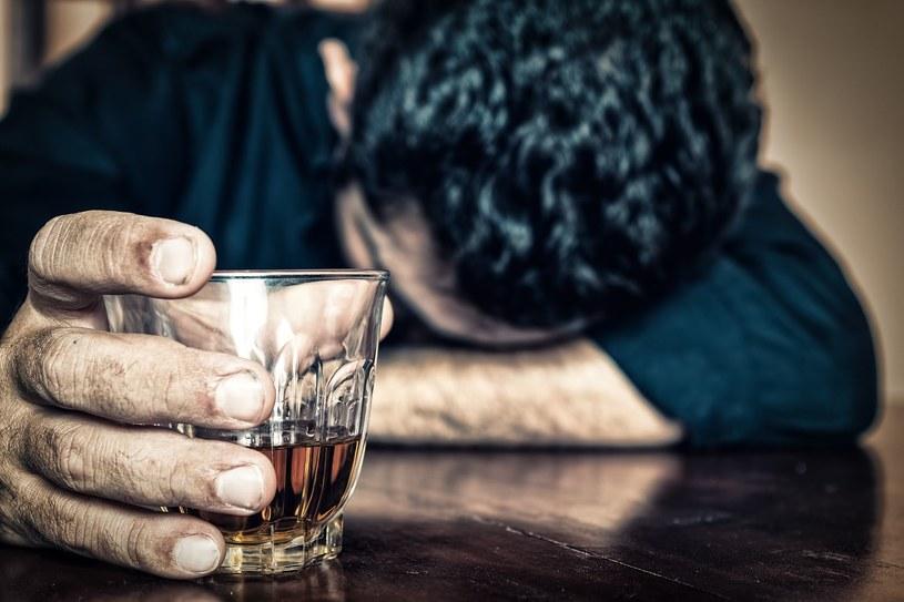 Coraz większa liczba mężczyzn popada w depresję /©123RF/PICSEL