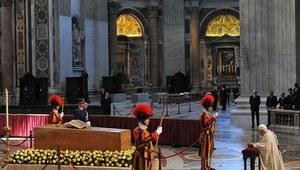 """""""Corriere della Sera"""": Benedykt XVI usunął się w cień"""