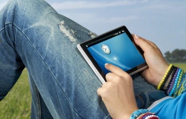 Coś taniego ze starym Androidem czy może sprzęt za ponad 1000 zł - jaki tablet kupić? /©123RF/PICSEL