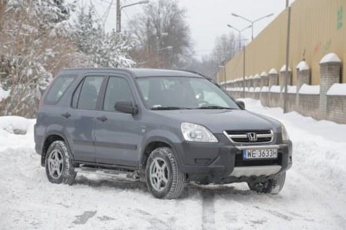 CR-V ma o 13 cm większy rozstaw osi niż RAV4. To auto o bardziej rodzinnym, a mniej terenowym charakterze. /Motor