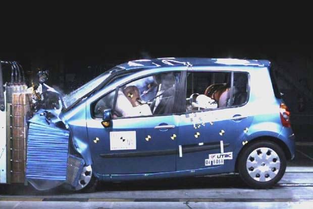 Crash test wykonany przez Euro NCAP / kliknij /INTERIA.PL