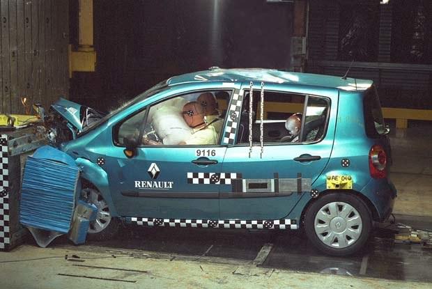 Crash test wykonany przez Renaulta / kliknij /INTERIA.PL