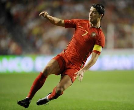 Cristiano Ronaldo doznał kontuzji w meczu z Węgrami /AFP