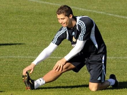 Cristiano Ronaldo może zagrać w derbach na Camp Nou. /AFP
