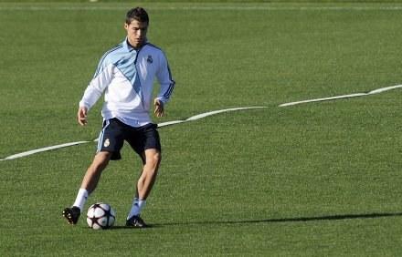 Cristiano Ronaldo przygotowuje się do meczu z Barceloną. /AFP