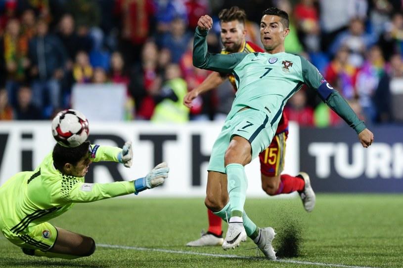 Cristiano Ronaldo strzela gola dla Portugalii w meczu z Andorą /PAP/EPA