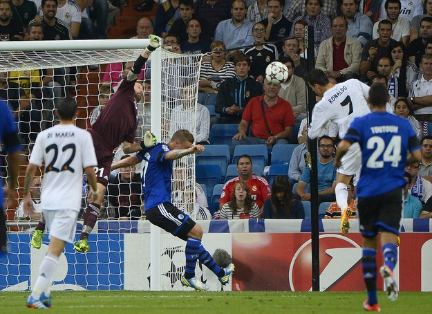 Cristiano Ronaldo strzela gola w meczu z FC Kopenhaga /AFP