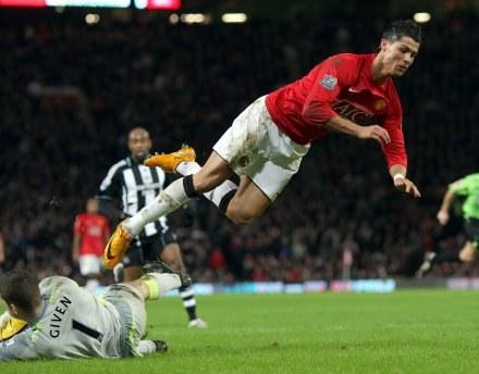 Cristiano Ronaldo wciąż jest na celowniku Realu /AFP