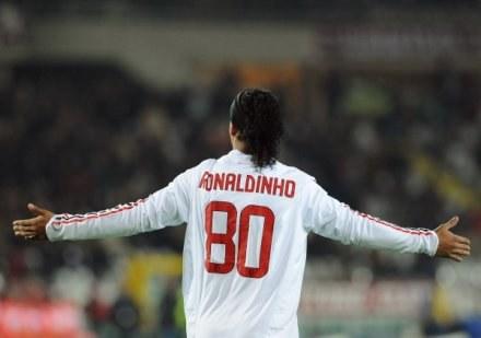 Cudowny gol Ronaldinho nie zapewnił zwycięstwa Milanowi /AFP