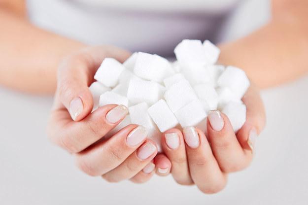 Cukier uzależnia jak kokaina! Udowodnił to eksperyment prof. Barta Hoebela z USA /123/RF PICSEL