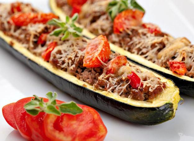Cukinia faszerowana mięsem wołowym /©123RF/PICSEL