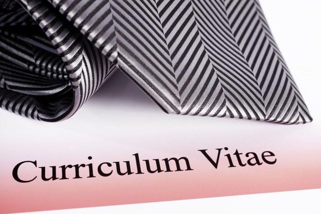 CV, czyli bilet do kariery, to zbiór umiejętności i doświadczeń kandydata, umożliwiający pracodawcy zapoznanie się z przebiegiem jego pracy i wykształcenia /123RF/PICSEL