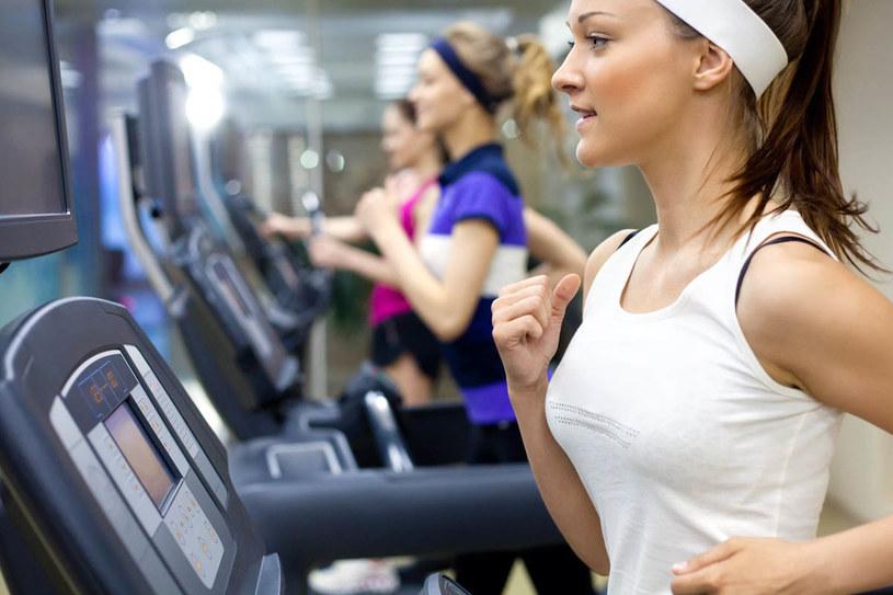 Ćwicz jak najwięcej, ale nie zapominaj, że codziennie czynności tez pomogą ci zachować pełnię formy /123RF/PICSEL