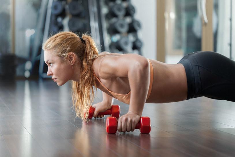 Ćwiczenia fizyczne powodują poprawę zdolności pamięciowych /123RF/PICSEL