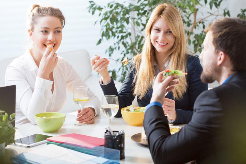 Ćwiczenia zamiast lunchu? To działa! /©123RF/PICSEL