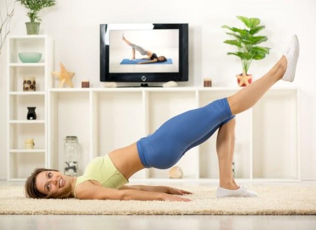 Ćwiczysz w domu? Pamiętaj o regularności! /©123RF/PICSEL