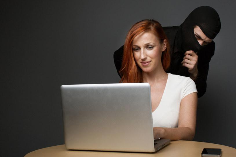 Cyberprzestępcy, a także zwyczajnie złośliwi użytkownicy sieci, czekają na nasz błąd /123RF/PICSEL