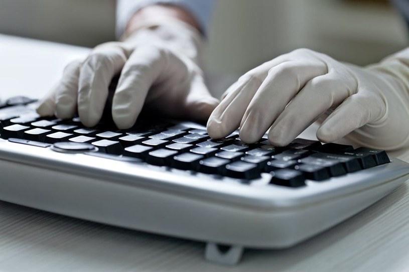 Cyberprzestępcy mają różne metody i sposoby, aby oszukać internautów /©123RF/PICSEL