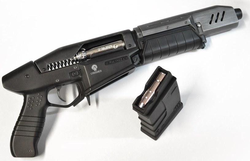 Cyberpunk 2077 - zdjęcie repliki broni głównego bohatera zamieszczone na stronie volpinprops.com /materiały prasowe