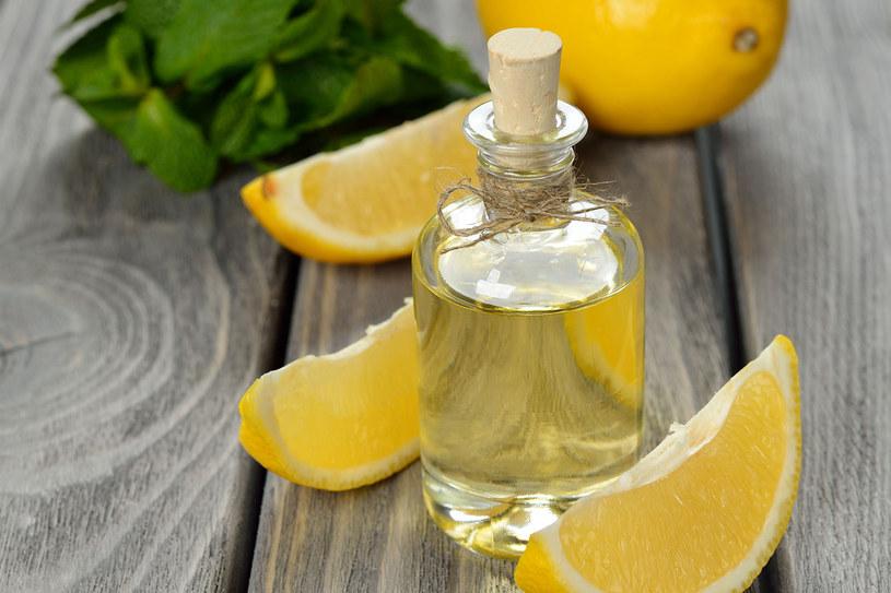 Cytrusowe preparaty myjące i pielęgnujące ciało mają wyjątkowe działanie aromaterapeutyczne /123RF/PICSEL