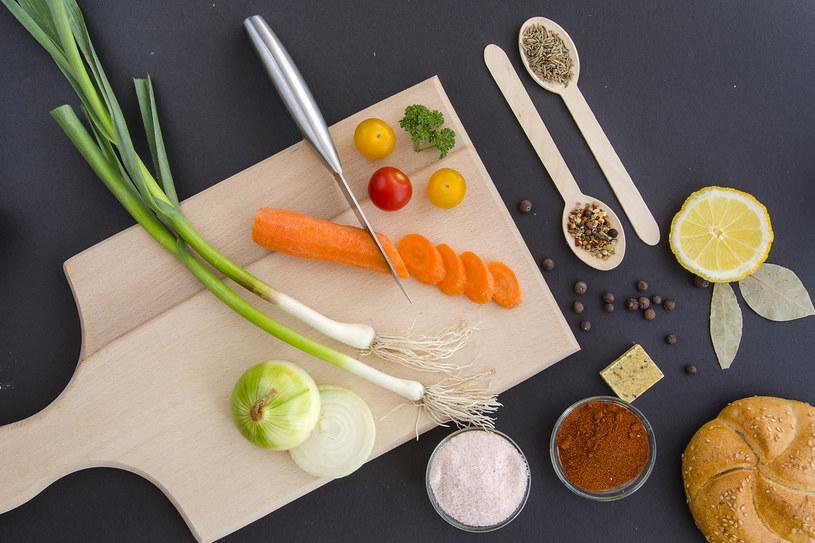 Cytryna, marchewka, soda, ocet pomogą pozbyć się przykrych zapachów /©123RF/PICSEL