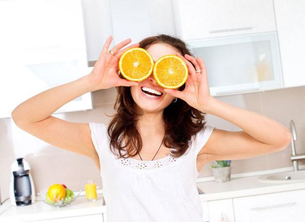 Cytrynowe i limonkowe preparaty zastosowane rano dodają energii /©123RF/PICSEL