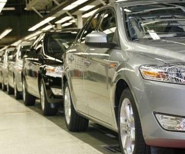 Czarne chmury nad fabryką Forda w Genk