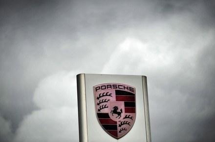Czarne chmury nad Porsche /AFP