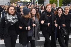 Czarny protest w Warszawie. Protestują przeciwko zaostrzeniu przepisów aborcyjnych