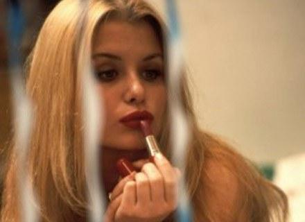 Czas mija, ale dzięki dobremu makijażowi możemy to zatuszować..., fot. B. Czonkow /MWMedia