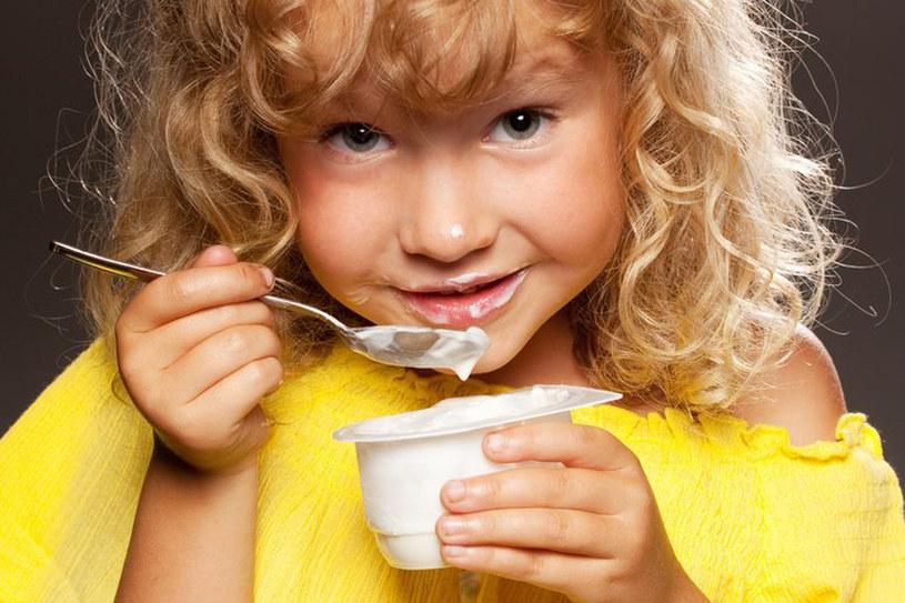 Czas na śniadaniową rewolucję! Wystarczy zrobić listę zdrowych rzeczy, które dziecko lubi, i trochę wcześniej wstać /123RF/PICSEL