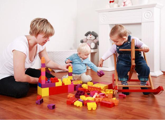 Czas po pracy poświęć na zabawy z dzieckiem /© Panthermedia