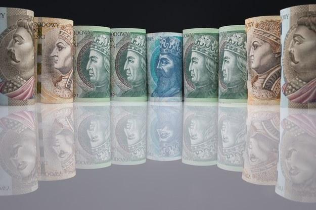 Czas skończyć z fikcją. 20 tys. zł pensji to mało. Fot. Arkadiusz Ziołek /Agencja SE/East News